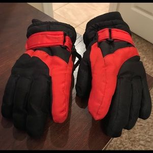 Boys Size 4-7 Winter Gloves With Insulation
